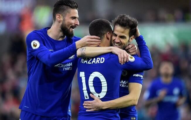 Jogadores do Chelsea comemoram gol que deu a vitória sobre o Swansea