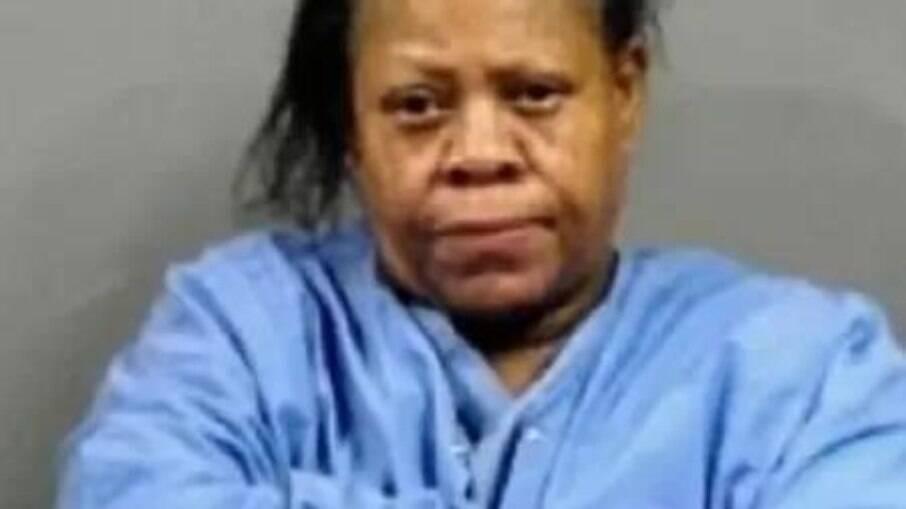 Arnthia Willis, de 58 anos, foi presa por uso indevido do serviço de emergência, nos EUA