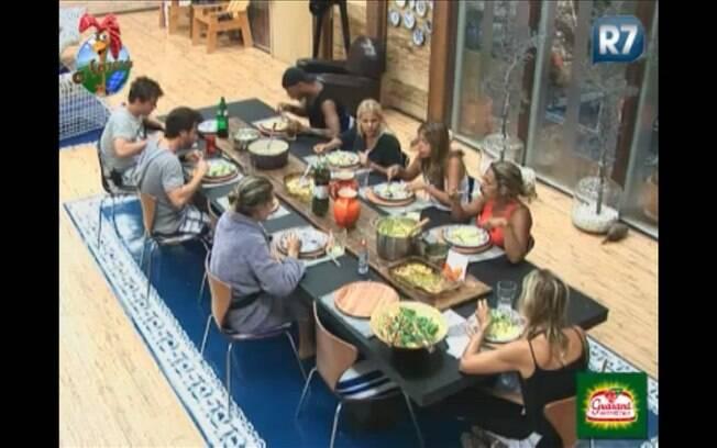 Peões almoçam apenas no início da noite deste sábado (27)