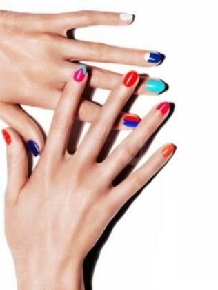 Unhas color blocking mistura esmaltes em tons contrastantes