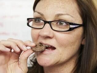 Comer compulsivo: em mulheres hábito foi ligado ao estresse no trabalho