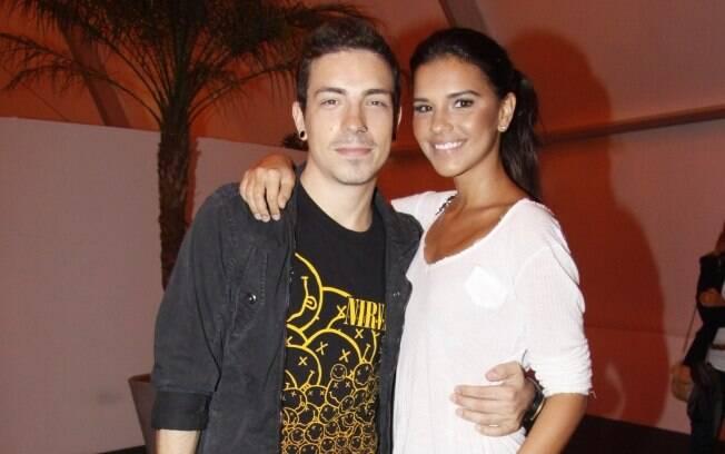 Di Ferrero e Mariana Rios