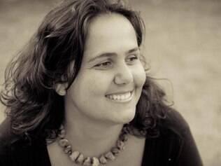 Atuante. Sempre envolvida no meio artístico, Lilian Nunes trabalha como cantora, locutora e produtora