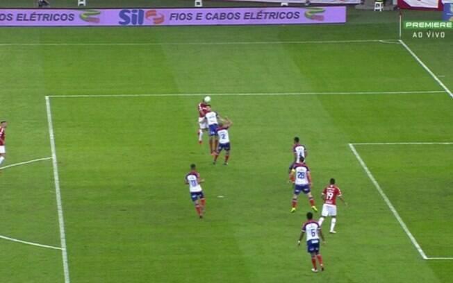 Primeiro gol do Internacional contra o Bahia, marcado por Rodrigo Lindoso, deu muita discussão