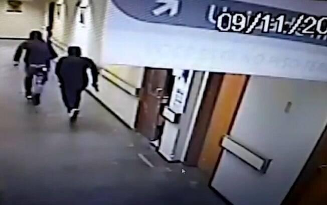 Imagens das câmeras internas do hospital mostram a ação dos criminosos em São Leopoldo, no Rio Grande do Sul