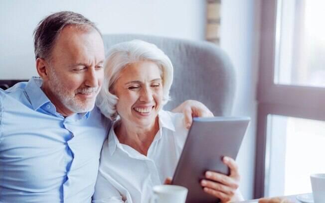 O cálculo do 13º salário para os beneficiários do INSS é idêntico ao dos demais trabalhadores, até para aqueles que se aposentaram ou se tornaram pensionistas ao longo do ano