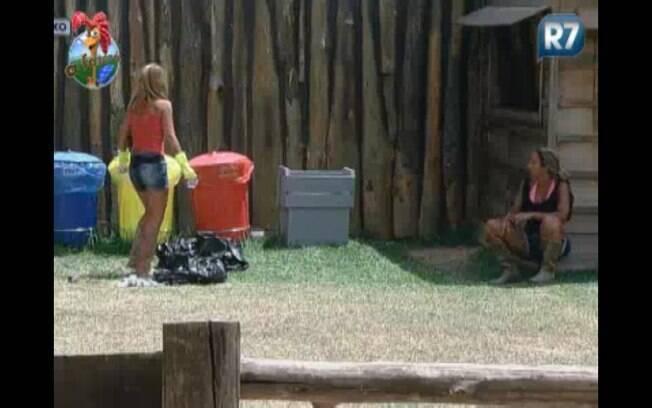 Raquel desabafa com Valesca e diz que gostaria que Joana deixasse o programa