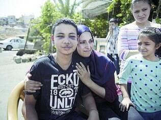 Violência. Primo do jovem palestino assassinado, Tariq Abu Khdeir,15, foi preso durante velório