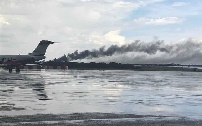 Avião que sofreu acidente no México pegou fogo após a queda; alguns passageiros foram atingidos pelas chamas