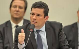 Sergio Moro se nega a responder a pergunta de Gleisi Hoffmann na Câmara