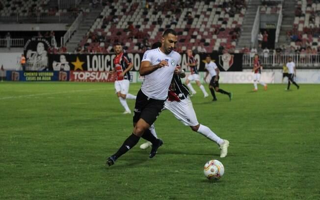 Davi Lopes%2C de 27 anos%2C é um dos melhores do Catarinense pelo Tubarão