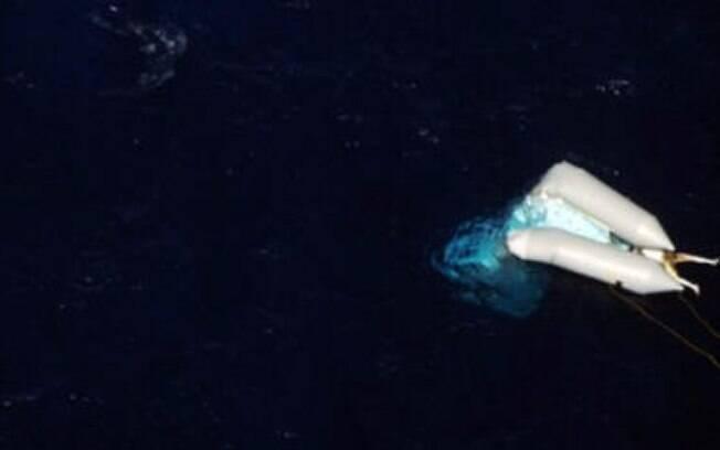 ONG Sea Watch capturou fotos do corpo que está há dias à deriva.