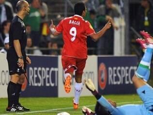 Bacca fez o segundo gol do Sevilla e mandou duelo para os pênaltis