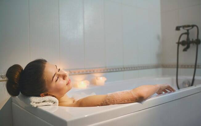Tomar um banho quente de banheira pode ser mais eficaz no tratamento da depressão do que praticar exercícios físicos