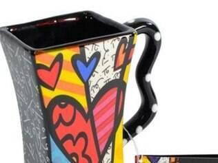 A caneca do artista Romero Britto deixou para trás as formas tradicionais Quanto R$ 139 Onde www.lacucina.com.br