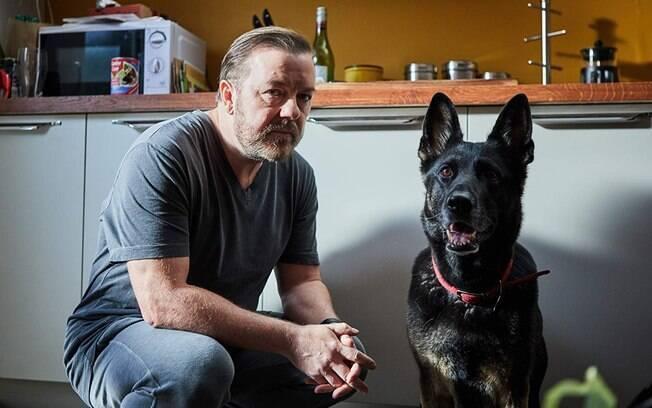 Ricky Gervais em cena de After Life, já disponível na Netflix