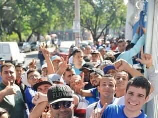 Esportes. BELO HORIZONTE , MG Venda de ingresso para o jogo Cruzeiro x River Plate para quartas de finas da Copa Libertadores da America.  FOTO: Uarlen Valerio / O TEMPO / 25.05.2015