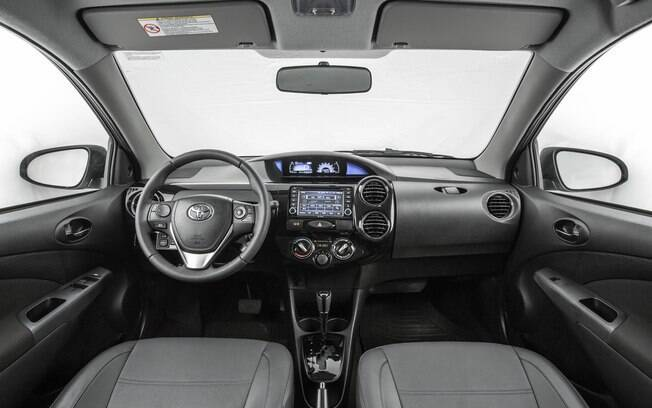 Interior do Toyota Etios Platinum 2017