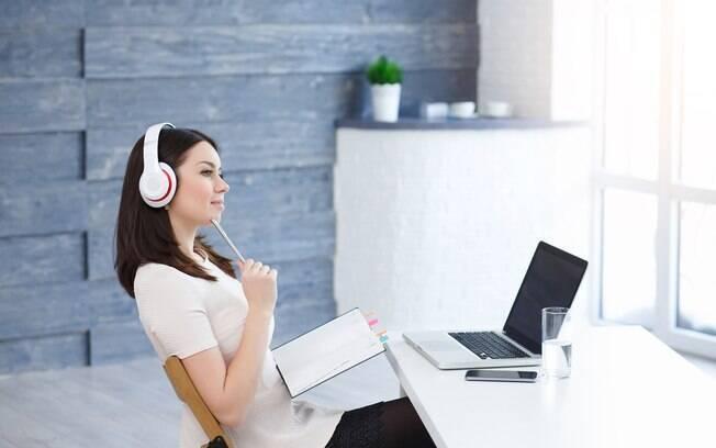 Ouvir música pode ajudar a voltar a se concentrar em coisas boas
