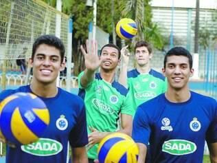 Sempre juntos. Os jovens Leozinho, Alan, Éder Levi e Kadu são algumas das jovens revelações do Sada Cruzeiro,  e hoje atuam pelo Sada-Funec-Contagem na Superliga B