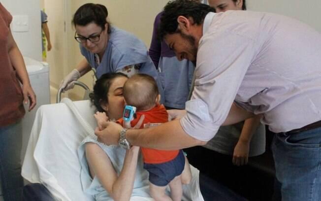 As fotos do reencontro entre mãe e filho viralizaram e foram compartilhadas por mais de 14,3 mil pessoas