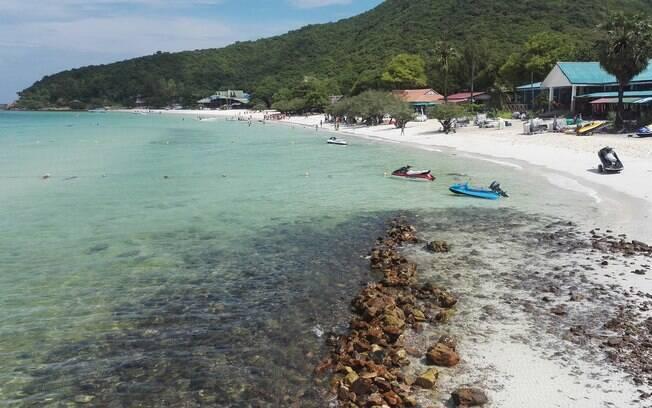 O número de pessoas nas praias de Pattaya estão sendo controlados pelas autoridades tailandesas