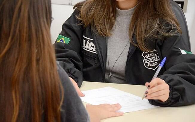 Cidadã registra ocorrência em delegacia no Paraná: desde a Lei Maria da Penha, país demonstra que não tolera violência covarde de quem agride as mulheres