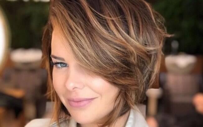 Viciada no cabelo curto, Fernanda Souza diz que é capaz de cortar o de outras mulheres só para mostrar o quanto é bom