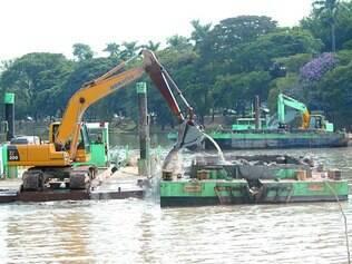 Limpeza. Ritmo do trabalho de desassoreamento – retirada de sedimentos do fundo da lagoa – teria sido retomado, segundo a PBH