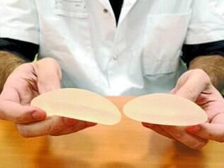 Alerta. No caso do silicone, a reação pode ocorrer quando há ruptura da prótese, principalmente, afirma o médico
