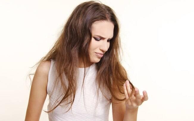 O cronograma capilar está entre as atividades que ajudam a como cuidar do cabelo e recupera a vitalidade dos fios