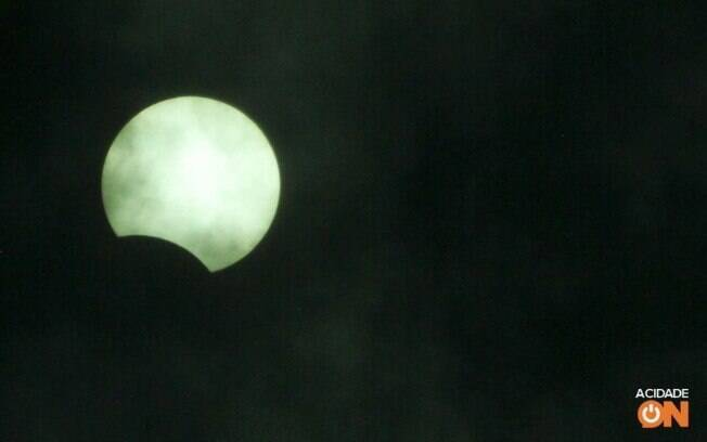 Eclipse parcial registrado nesta segunda-feira (14), em Campinas.