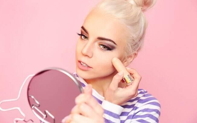 Segundo especialista, é comum cometer alguns erros de maquiagem que podem te deixar com a pele mais envelhecida