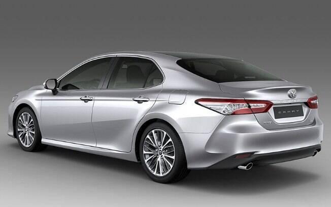 Equipado com um V6, 3.5, de 310 cv de potência e 37,7 kgfm, o sedã tem números de carros esportivos