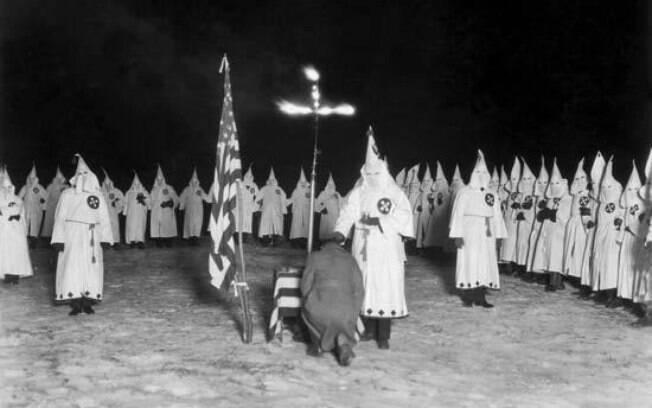 Organização racista Ku Klux Klan surgiu em 1865, nos Estados Unidos