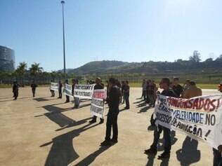 Grupo protestou na manhã desta terça-feira (26) na Cidade Administrativa