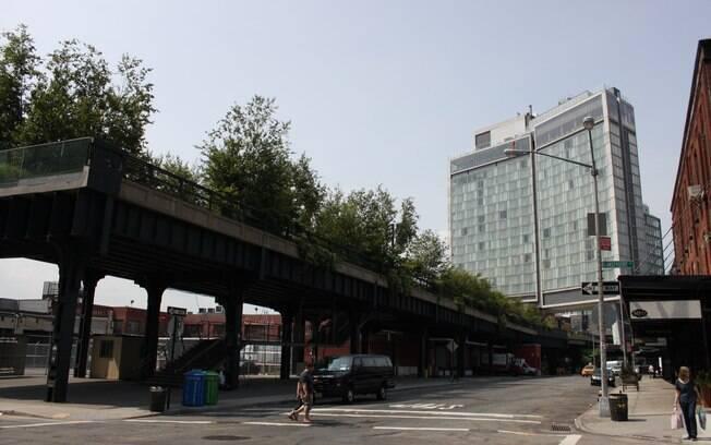Hotel Standard tem danceteria e chopperia no vão do High Line Park