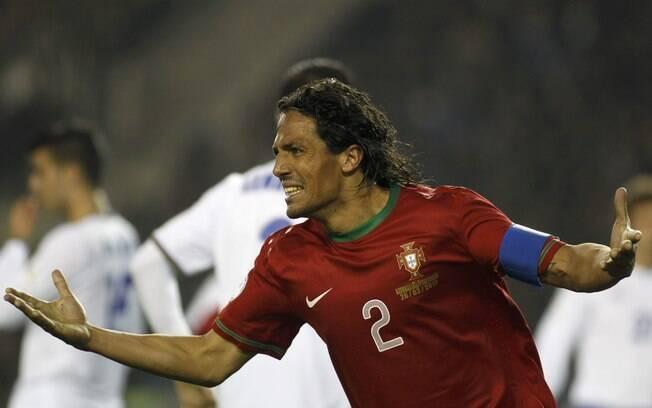 Bruno Alves abriu o placar para Portugal em  Baku. A seleção portuguesa venceu por 2 a 0