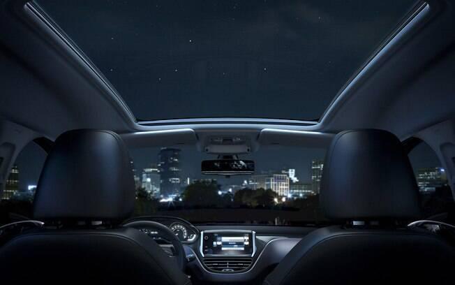 Olhar para cima e ver as estrelas em uma noite agradável ajuda a tornar a viagem mais interessante