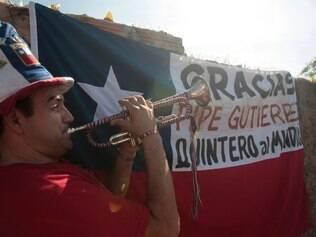 Elwin Venegas é trompetista de uma torcida organizada chilena e acredito no triunfo da Roja