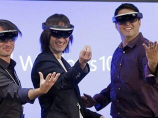 Microsoft HoloLens oferece lentes holográficas transparentes de alta definição e som espacial para que se possa ver e ouvir hologramas no mundo que o cerca
