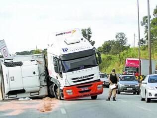 Teste do bafômetro constatou que motorista de carreta estava embriagado