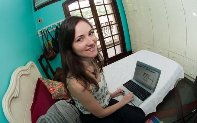 A designer de moda Caísa encontrou seu último emprego pelo Facebook