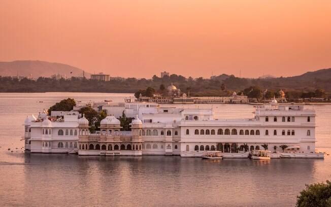 No Taj Lake Palace fica a última das suítes de luxo, que inclui uma biblioteca particular e um solário