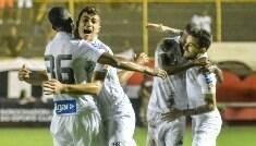 Santos vence Vitória e cola nos três melhores do campeonato