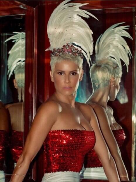 A atriz Deborah Secco é a rainha do Baile do Copa 2019