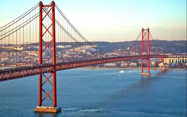 Quem vai a Lisboa precisa comer pastel de nata e um belo bacalhau