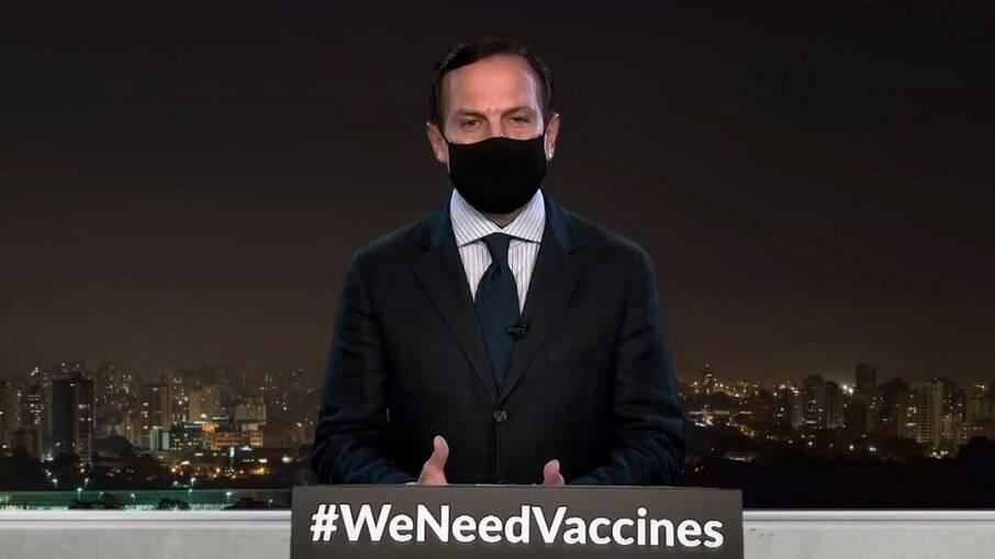 João Doria convocou uma coletiva excepcional neste domingo (13) para anunciar que vacinação em São Paulo será adiantada