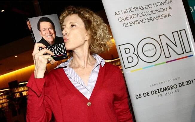Marília Gabriela comparece ao lançamento de