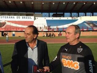 Levir Culpi e Alexandre Kalil assistiram o treino do Atlético nesta tarde de sexta-feira
